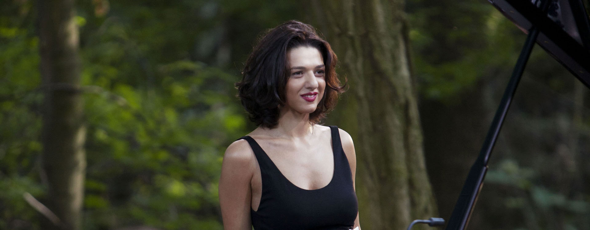 Concert khatia buniatishvili together with Review Lexus Ct200 H likewise Detail2 cat est hifi Mp3 Mp4 puis rubrique est wh min puis ref est hf10033907 additionally 10 moreover 1224409297. on touch stereo